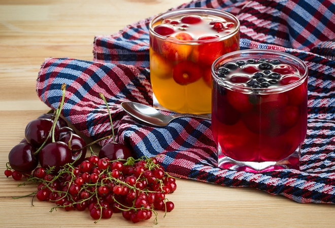 Fruit jelly with fresh berries
